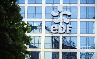EDF a confirmé mardi ses objectifs financiers 2012, après une activité en forte hausse depuis le début de l'année et malgré un recul de sa production nucléaire française, mais a prévenu qu'il risquait d'abaisser ses perspectives à moyen terme en raison d'une conjoncture morose.