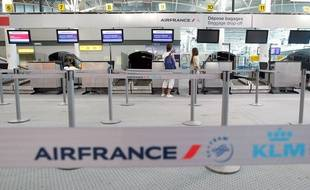 Passengers wait at the  domestic check-in desk of the Air France airline company at  Marseille airport, in Marignane,southern France, Monday, Sep. 15, 2014. At least half of Air France flights around the world were canceled Monday as pilots kicked off a weeklong strike, angry that the airline is shifting jobs and operations to a low-cost carrier to better keep up with competition. (AP Photo/Claude Paris)/XMAR101/237331316874/1409151214
