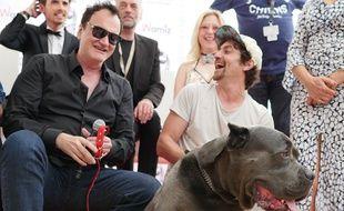 Quentin Tarantino avec le sosie de Brandy, le chien vainqueur de la Palm Dog 2019