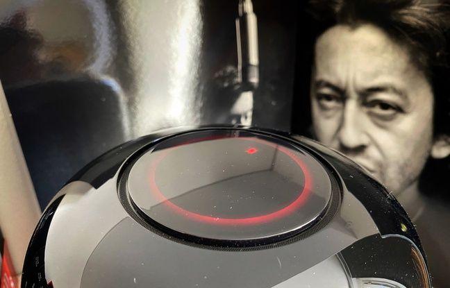 Le sommet de l'enceinte Sound X de Huawei dispose d'un plateau de commande tactile.