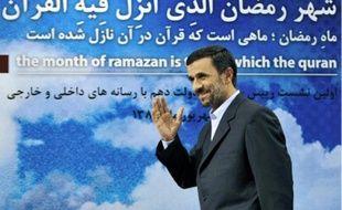 Le président Mahmoud Ahmadinejad tente de reprendre la main sur la société civile.