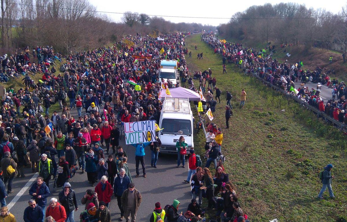 Une foule immense s'est réunie à partir de 13h sur l'échangeur du Temple-de-Bretagne. – F.Brenon/20Minutes