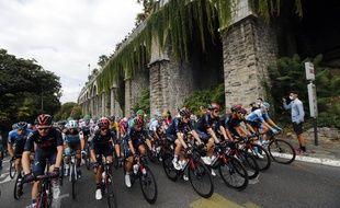 Le peloton lors de la 9e étape du Tour de France 2020 entre Pau et Laruns.