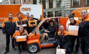 La Commission européenne a annoncé vendredi avoir ouvert une enquête approfondie sur le projet d'acquisition pour 5,16 milliards d'euros de la société néerlandaise TNT Express par l'Américain UPS, deux acteurs importants dans le secteur de la distribution de petits colis.