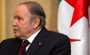 Le président algérien Abdelaziz Bouteflika, le 3 avril 2014 à Alger lors d'une rencontre avec le secrétaire d'Etat américain John Kerry
