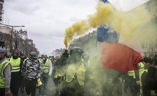 Des «gilets jaunes» manifestent à Paris le 8 décembre 2018