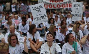 Strasbourg le 30 septembre 2014. Manifestation des professions liberales. Pharmaciens, dentistes, biologistes, huissiers de justice, notaires, pour defendre les professions réglementees