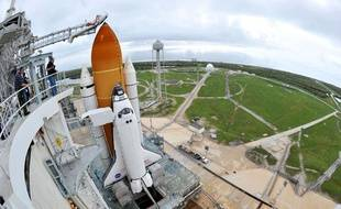 La navette Atlantis en position de lancement au Centre spatial Kennedy à Cap Canaveral en Floride (Etats-Unis), le 7 juillet 2011.