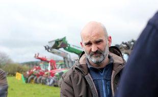 Sébastien Ménil est agriculteur à Guipry-Messac. Il se bat contre un projet de parc d'attractions sur ses terres agricoles.