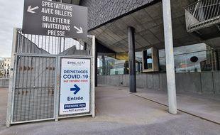La plateforme de prélèvements de Synlab installée au Zénith de Lille.