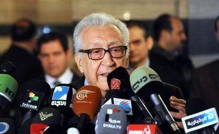 L'émissaire international Lakhdar Brahimi a affirmé dimanche avoir un plan susceptible d'être accepté par la communauté internationale afin de mettre fin au conflit en Syrie, où l'armée intensifie ses opérations pour chasser les rebelles de leurs bastions à Homs (centre).
