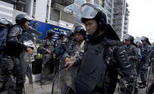 Le principal parti de l'opposition thaïlandaise devait déposer mardi auprès de la Cour constitutionnelle des demandes d'annulation des législatives de dimanche et de dissolution du parti au pouvoir, selon l'un de ses avocats.