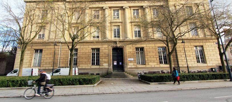 Le bâtiment de la fac Pasteur vu de l'extérieur.