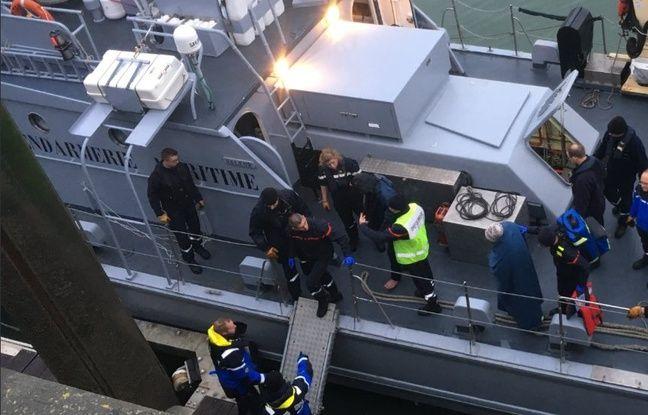 Une fois secourus en mer, les migrants sont pris en charge par les pompiers, puis remis à la PAF.