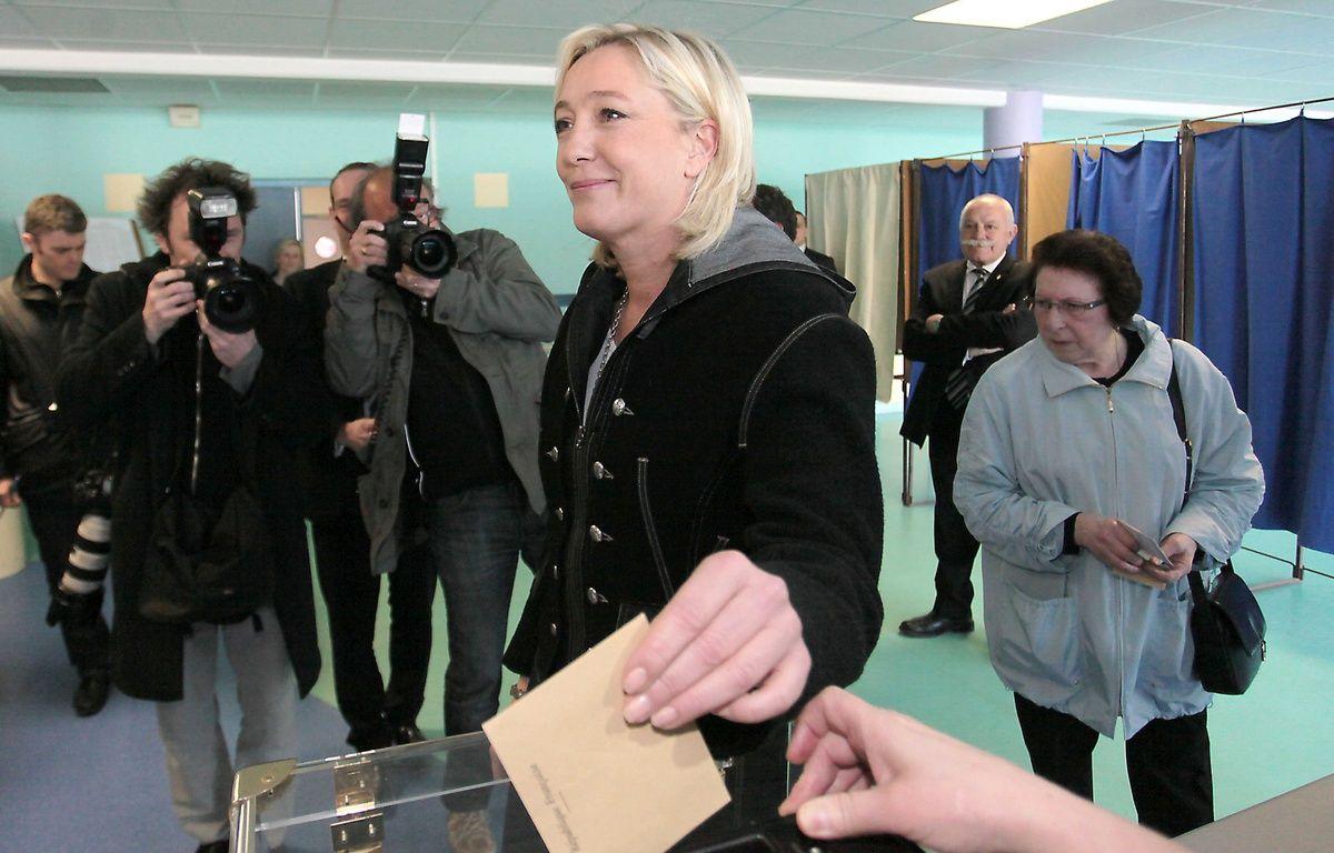 Marine Le Pen, présidente du FN, vote aux élections cantonales, le 20 mars 2011 à Hénin-Beaumont. – BAZIZ CHIBANE/SIPA