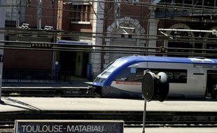 Illustration de TER à la gare de Toulouse Matabiau, le 20 juillet 2005.