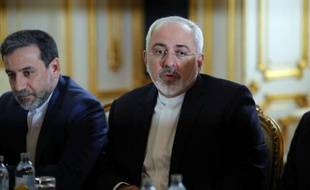 Le ministre iranien des affaires étrangères Mohammad Javad Zarif (D) lors d'une rencontre sur le nucléaire, le 27 juin 2015 à Vienne