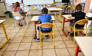 Des enfants de soignants accueillis dans cette école Jules Ferry à Pessac, près de Bordeaux pendant le confinement.