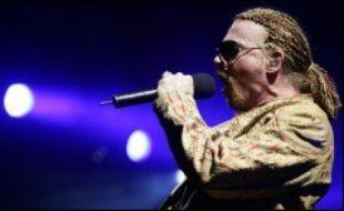 Le rocker Axl Rose, leader du groupe Guns N'Roses, a été arrêté et placé en cellule de dégrisement mardi à Stockholm après une bagarre au cours de laquelle il a frappé et mordu un agent de sécurité, a annoncé la police suédoise.