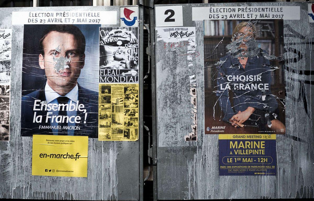 Panneaux d'affichage officiels des candidats finalistes pour la campagne de l'élection présidentielle francaise – NICOLAS MESSYASZ/SIPA