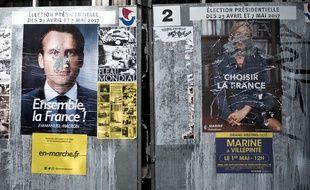 Panneaux d'affichage officiels des candidats finalistes pour la campagne de l'élection présidentielle francaise
