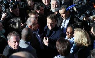 Emmanuel Macron, accompagné de sa directrice des relations presse Sibeth Ndiaye, à Brive-la-Gaillarde, le  25 février 2017.