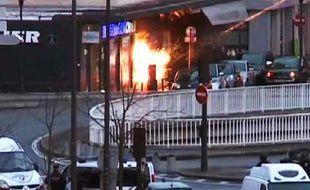 Photo tirée d'une vidéo de l'AFP montrant l'assaut des forces spéciales dans une supermarché juif à la porte de Vincennes, le 9 janvier 2015