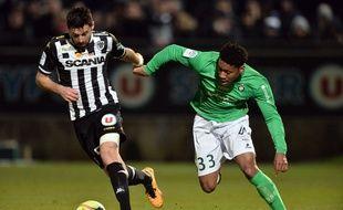 Ici en Ligue 1 à Angers, Ronaël Pierre-Gabriel est l'une des révélations stéphanoises cette saison, à seulement 17 ans. JEAN-FRANCOIS MONIER