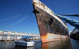 Le paquebot United States amarré à un quai au port de  Philadelphie, le 10 octobre 2015