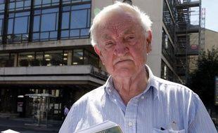 """""""Je n'ai jamais regretté d'avoir participé à l'attentat du Petit-Clamart pour tuer de Gaulle. Mon seul regret, c'est que l'opération n'ait pas réussi"""" : cinquante ans après, Lajos Marton, 81 ans, l'un des derniers survivants des conjurés du Petit-Clamart, n'a aucun remords."""
