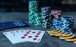 Illustration d'une partie de poker.