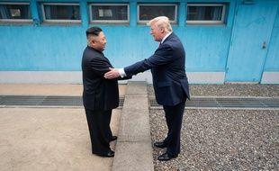 Donald Trump et Kim Jong Un à la frontière entre Corée du sud et du nord.