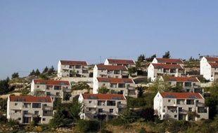 Israël a approuvé jeudi la construction de 296 logements dans la colonie de Beit El, en Cisjordanie, tout en tentant de rassurer les Etats-Unis qui s'efforcent de relancer les négociations avec les Palestiniens gelées depuis septembre 2010.