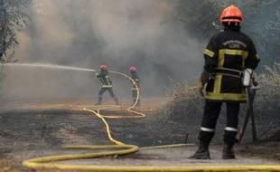 117 pompiers et trois canadaires sont mobilisés pour éteindre un incendie de forêt dans l'Ain. (illustration). Près de 30 hectares ont brûlé.