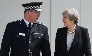 Theresa May avec le chef de la police de Manchester, Ian Hopkins, le lendemain de l'attentat de Manchester.
