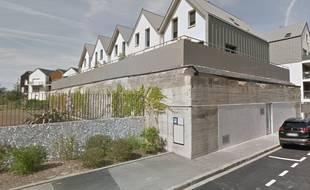 L'ancien blockhaus est situé avenue du Clos-Cadot, tout près du centre-ville de Saint-Malo.