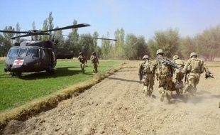 Des chefs de tribus négociaient mardi avec les insurgés talibans la libération des victimes du plus important enlèvement d'étrangers au cours des six dernières années en Afghanistan, ont indiqué des responsables.