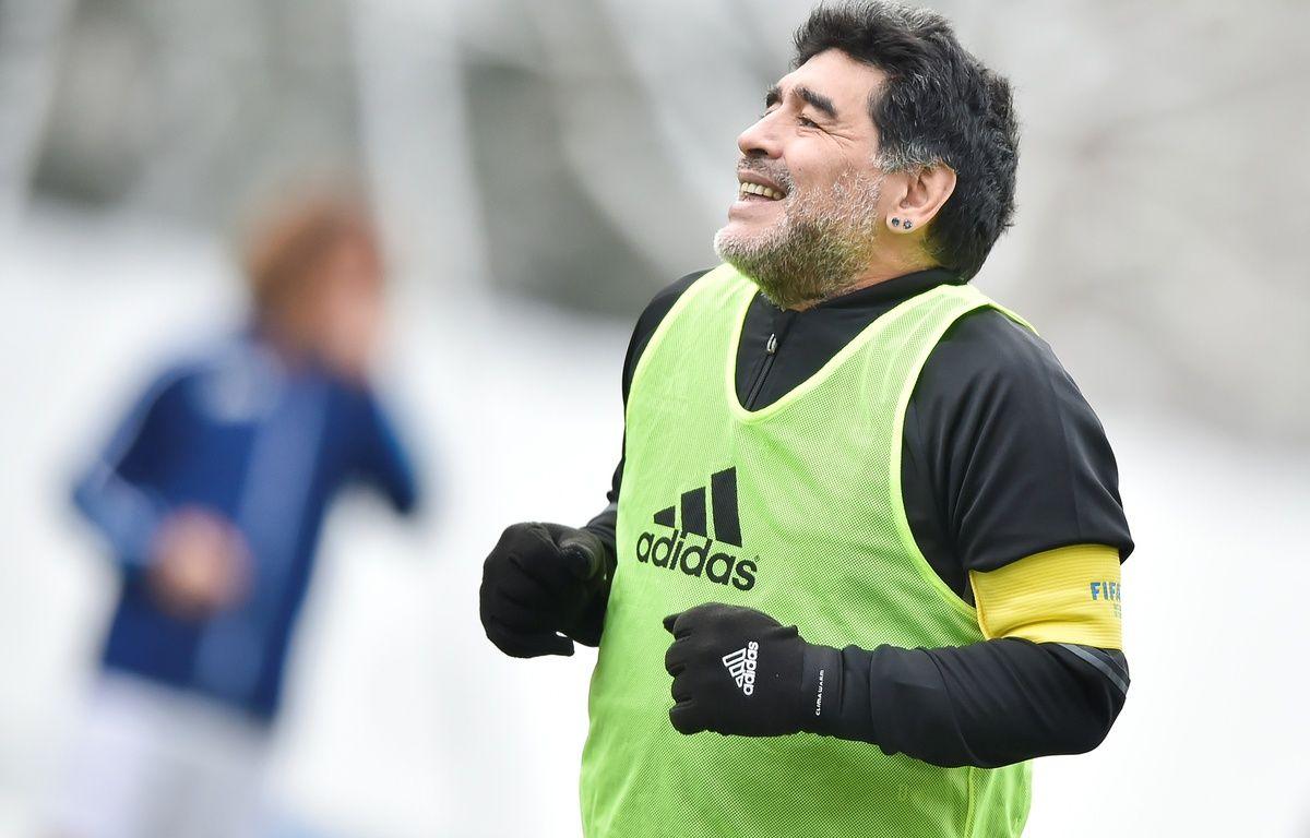 De frasque en frasque, Diego Maradona a (presque) toujours su rebondir. – Michael Buholzer