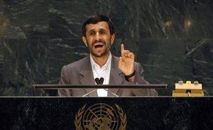 """Le président iranien Mahmoud Ahmadinejad a déclaré mardi le dossier nucléaire """"clos"""" et s'est lancé dans une violente diatribe contre les Etats-Unis mardi lors de la première journée de l'Assemblée générale des Nations-Unies."""