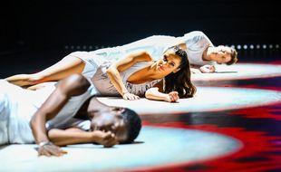 Denitsa Ikonomova (entourée d'Azize Diabaté et Loiïc Nottet) sur le parquet de Danse avec les stars.