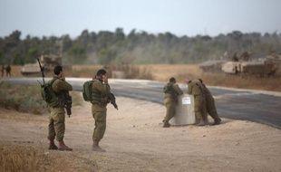Des soldats israéliens près de la frontière avec Gaza le 7 juin 2015