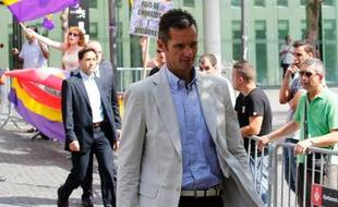 La justice espagnole a annoncé lundi avoir décidé de saisir des biens du gendre du roi, Iñaki Urdangarin, poursuivi dans un scandale de corruption, pour l'équivalent de 6,1 millions d'euros afin de couvrir une caution civile.