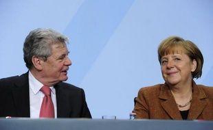 La coalition gouvernementale allemande et l'essentiel de l'opposition ont choisi Joachim Gauck, 72 ans, un pasteur ancien militant des droits de l'Homme dans l'ex-RDA, pour être le prochain Président de la république, a annoncé dimanche la chancelière Angela Merkel.