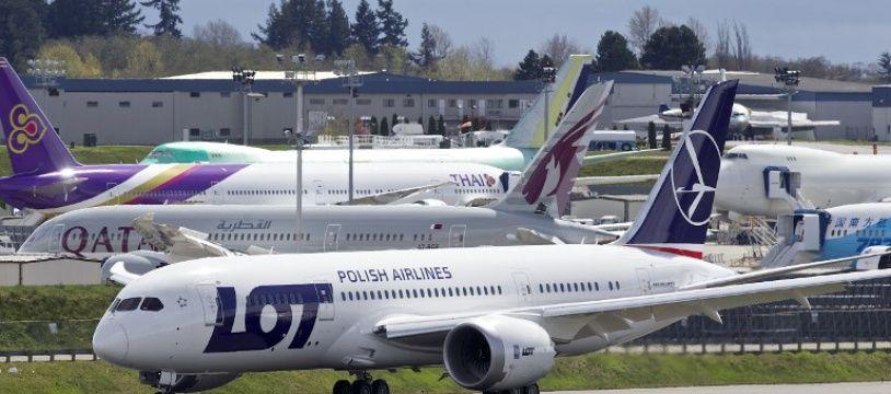 (Photo d'illustration) Un avion de la compagnie polonaise Lot a atterri d'urgence à l'aéroport de Varsovie, qui a été momentanément fermé.