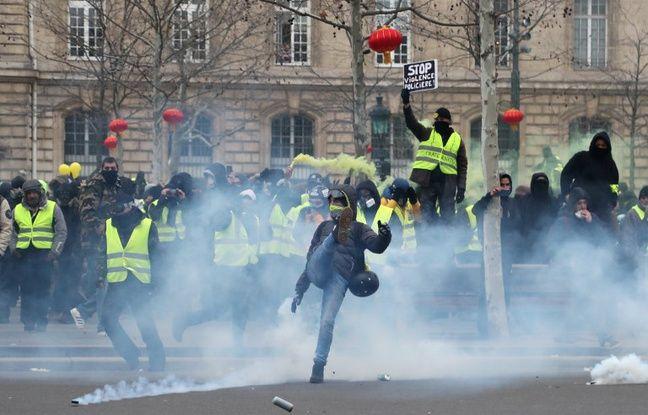 Des heurts ont éclaté à la fin de la manifestation parisienne lors de l'acte 12