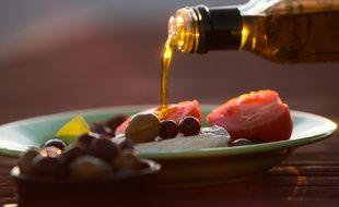 L'huile d'olive bio proposée aux habitants provient d'une coopérative en Espagne