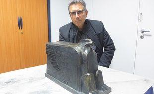 Alain Grandieux est l'archéologue qui a extrait le reliquaire de sa cachette.