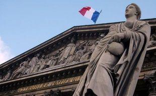 Le Parlement a adopté définitivement mardi, par un vote de l'Assemblée, une loi visant à lutter contre les usurpations d'identité en instaurant un mégafichier des données biométriques de tous les Français