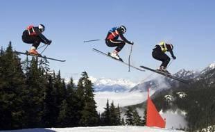 Daron Rahlves, David Duncan, et Jouni Pellinen lors de l'épreuve de Coupe du monde de skicross à Cypress mountain en 2009.