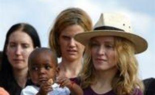 Les autorités du Malawi sont sur le point d'accorder à la chanteuse américaine Madonna le droit d'adopter un enfant de ce pays, a indiqué vendredi un responsable judiciaire citant un document interne.